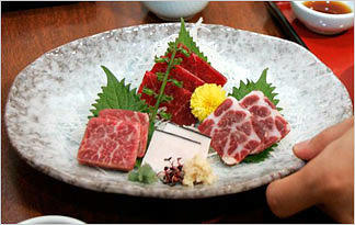 japanese-whalers-japan-whale-meat-popular0