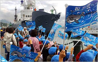 japanese-whalers-whaling-support-in-japan0