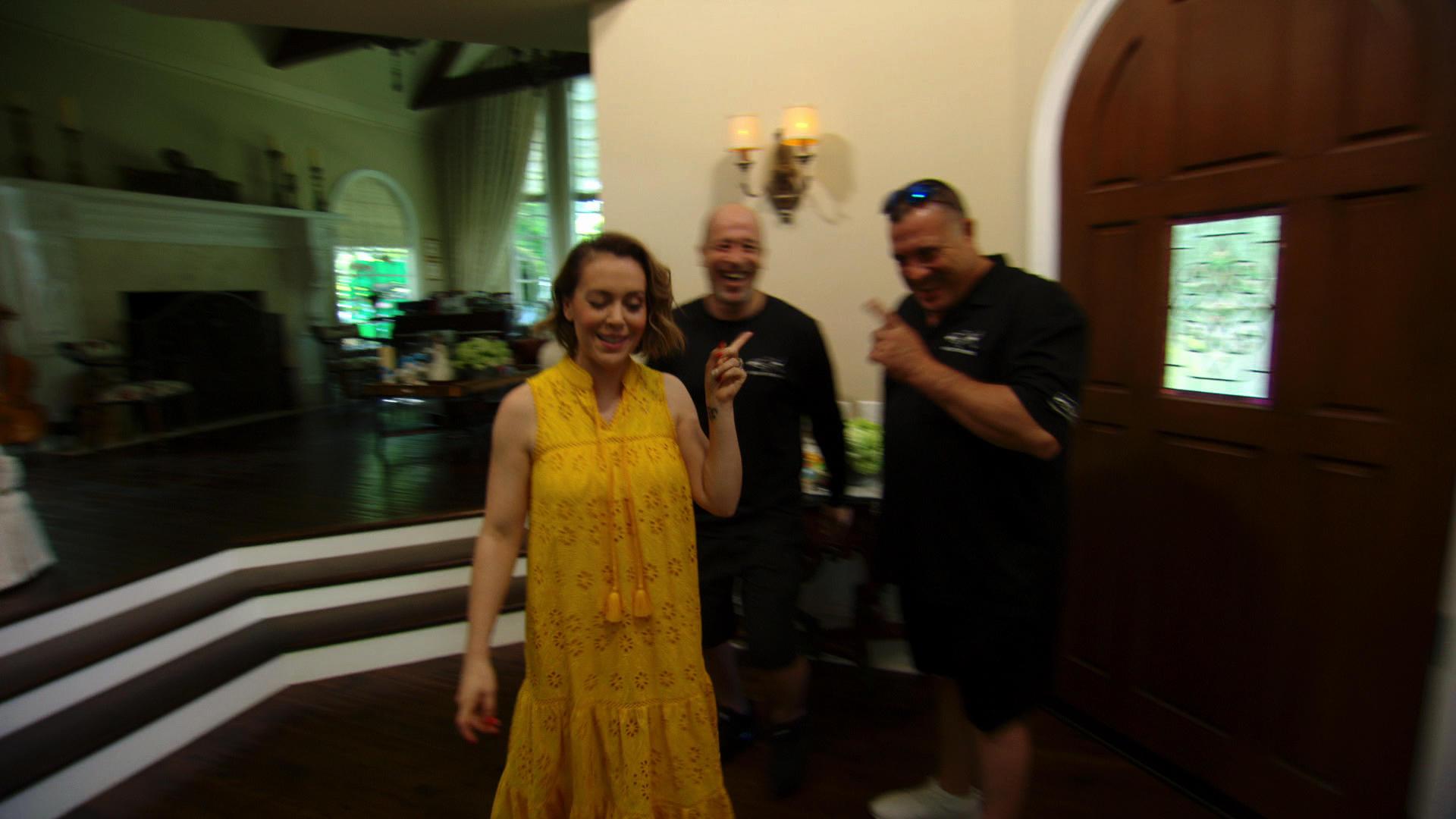 Fish tank kings netflix - Alyssa Milano Charms Wayde And Brett