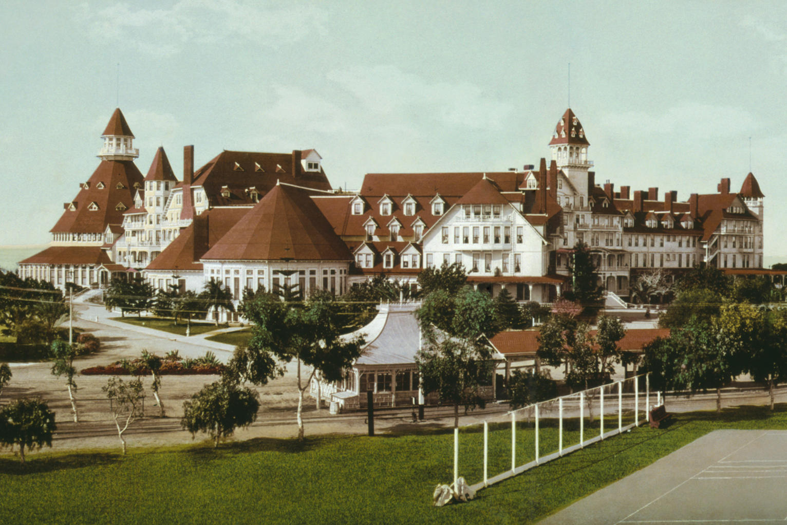 Haunted hotel coronado has a thanksgiving ghost story for Haunted hotel in san diego