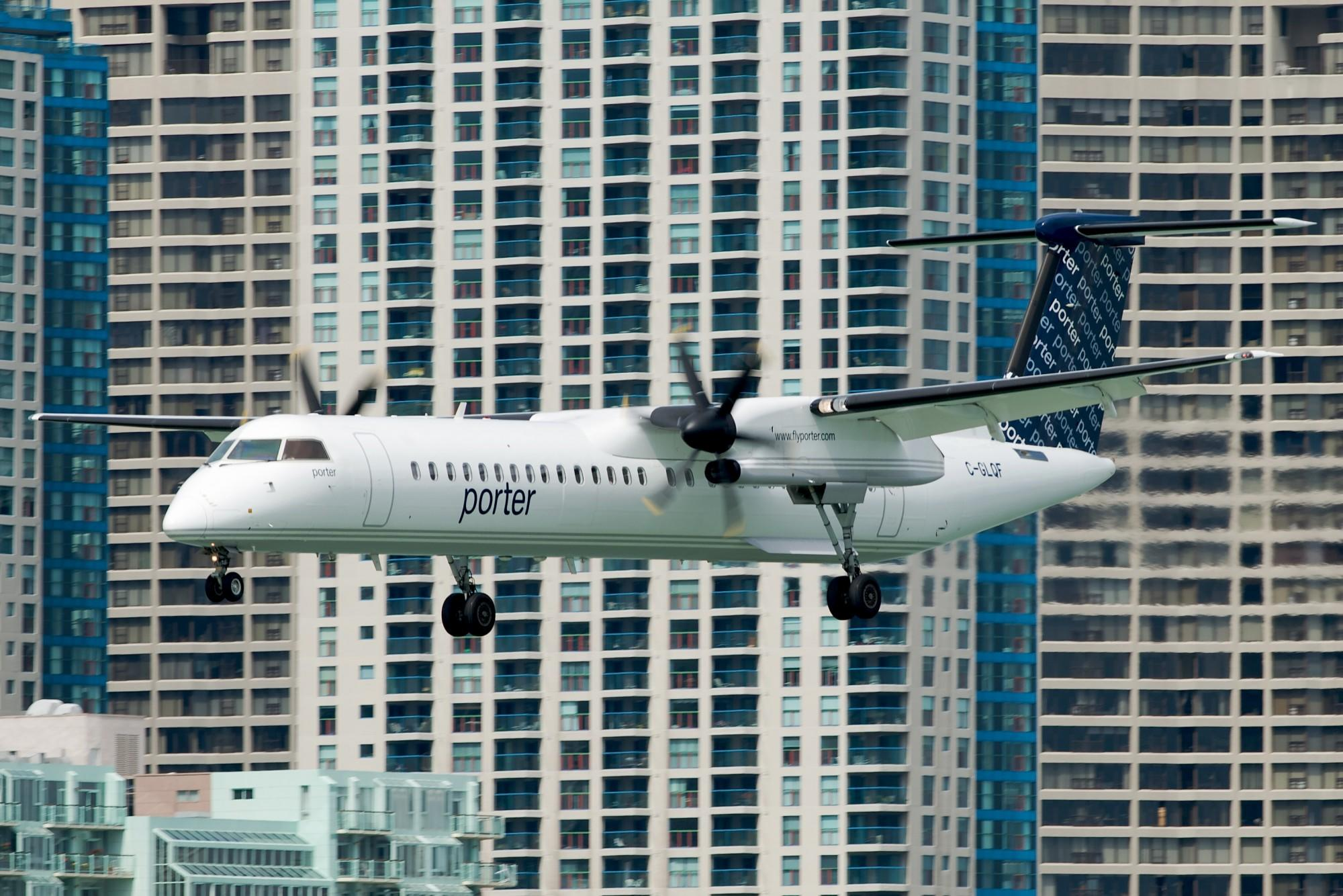 A Porter Airlines Dash 8