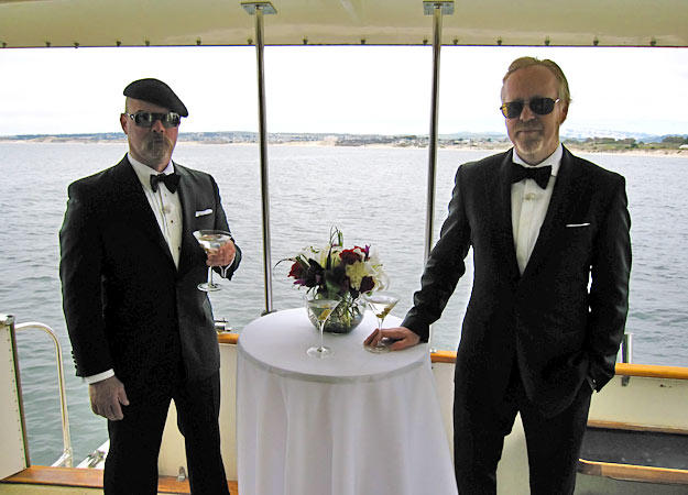 Look out, James Bond. Jamie Hyneman and Adam Savage see whether a super spy really can emerge from water, strip off his diving suit and slip into a party — dressed in a suit, no less — without anyone batting an eye.