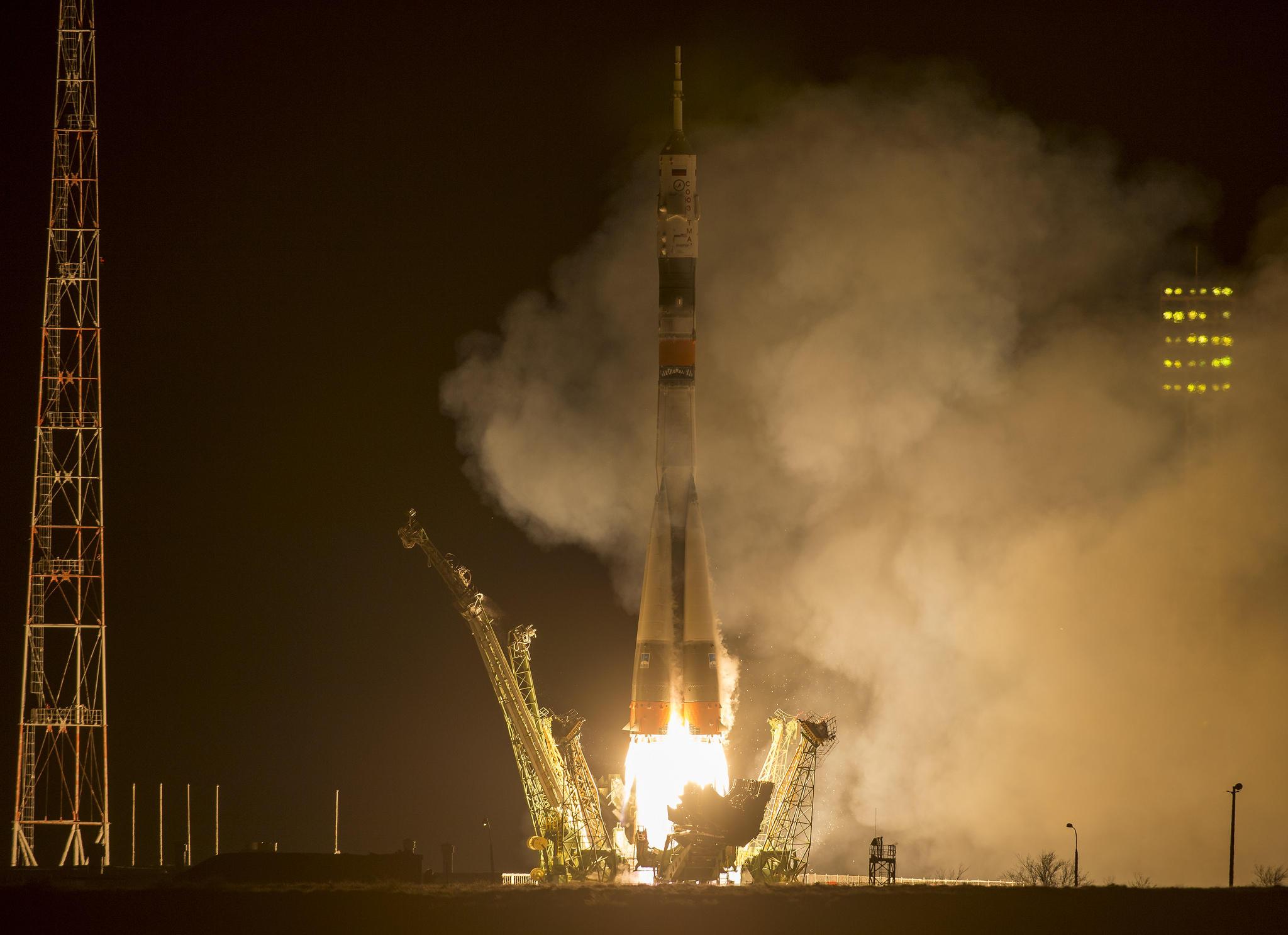 EXP43 liftoff