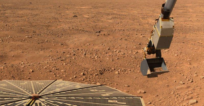 Mars Phoenix spacecraft digging