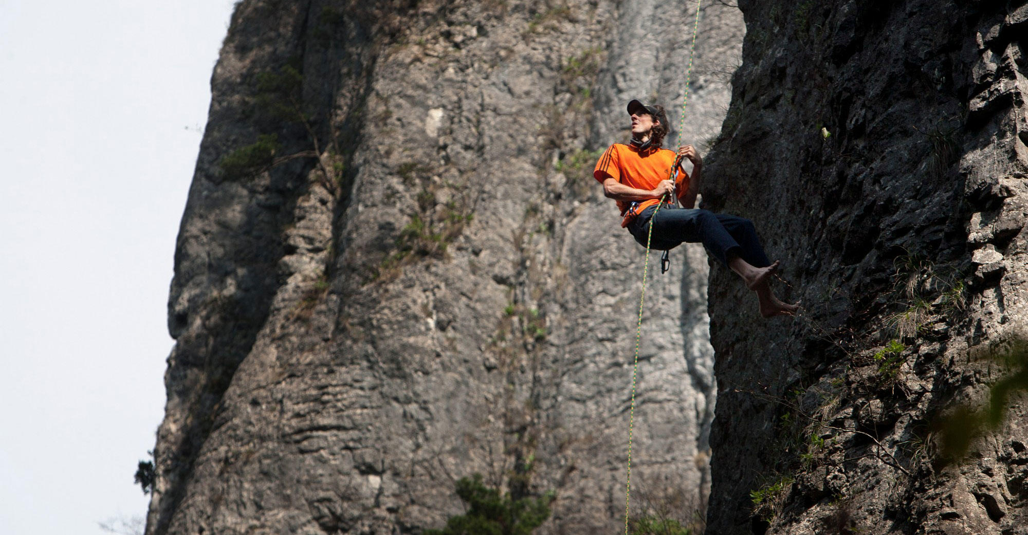 Dean Potter climbs in China