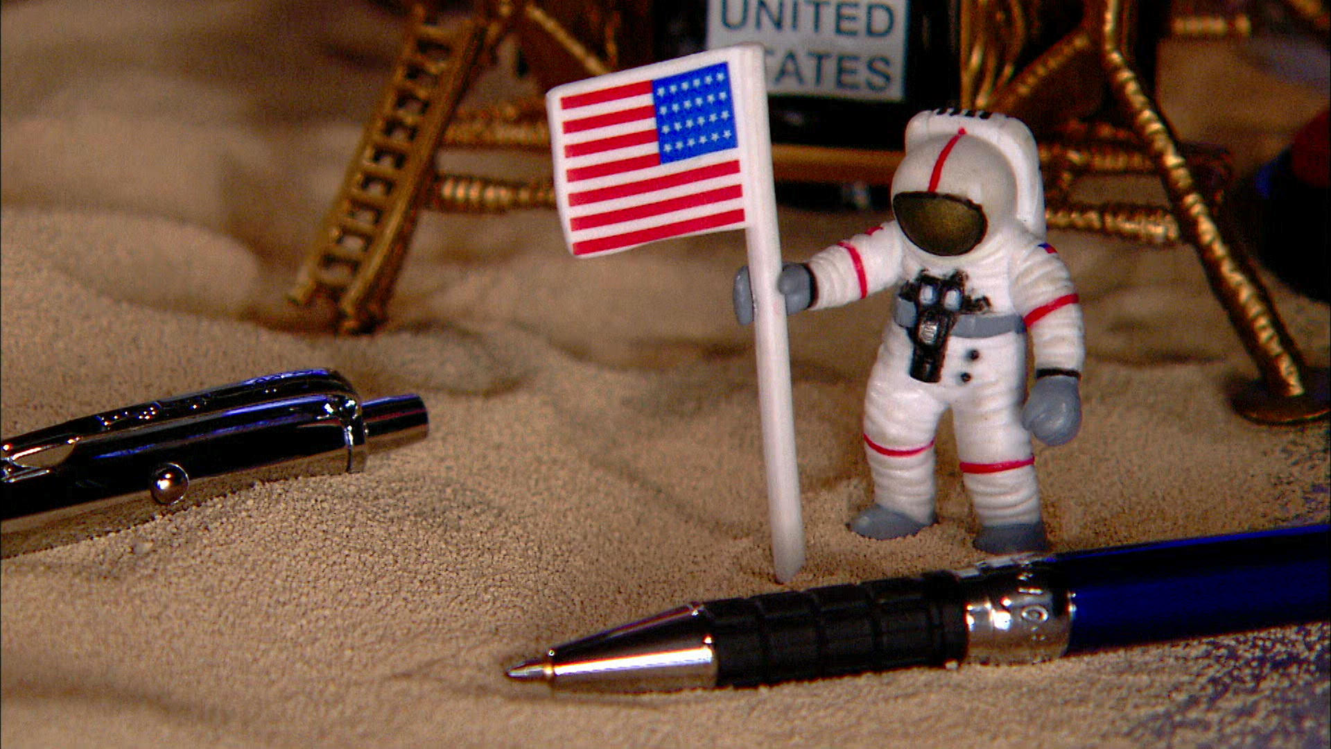 space pens how it 39 s made discovery science. Black Bedroom Furniture Sets. Home Design Ideas