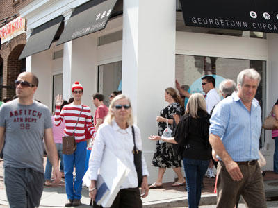 """Loyal fans line up outside Georgetown Cupcake every day to get a taste of the cupcakes featured on """"DC Cupcakes."""" But today, there's a familiar face in the crowd …"""
