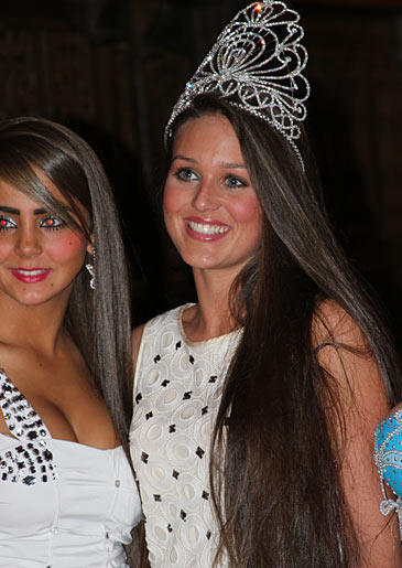 At a gypsy beauty pageant, it's a Romany girl with natural beauty and modest dress that takes the crown.
