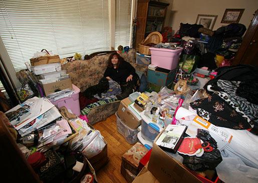 hordes of living room hoarding pictures hoarding buried alive tlc. Black Bedroom Furniture Sets. Home Design Ideas