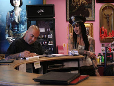 When clients come into Kat's parlor, they first work through the design concept. In this photograph, from Season 2, Episode 12, Kat talks with Staind frontman Aaron Lewis about what he wants in his tattoo.