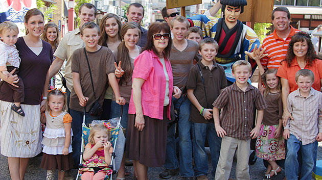 media-images-promos-2013-05-duggar-mothers-day-630x353-jpg