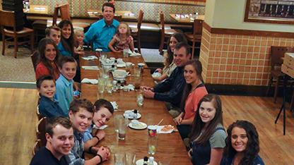 media-images-promos-2013-11-duggar-dinner-thanksgiving-jpg