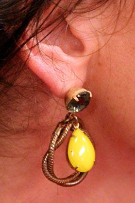 stacys-closet-908-shop-days-earrings