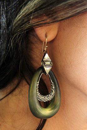 stacys-closet-910-rebecca-hit-earrings