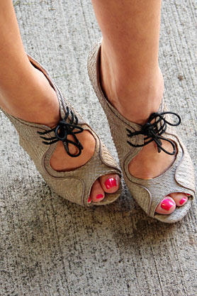 stacys-closet-910-rebecca-hit-shoes