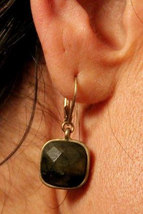 stacys-closet-911-shop-days-earrings