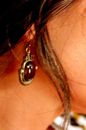 wntw-stacys-closet-905-shop-1-view-earrings