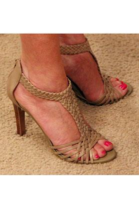 wntw-stacys-closet-906-studio-1-shoes