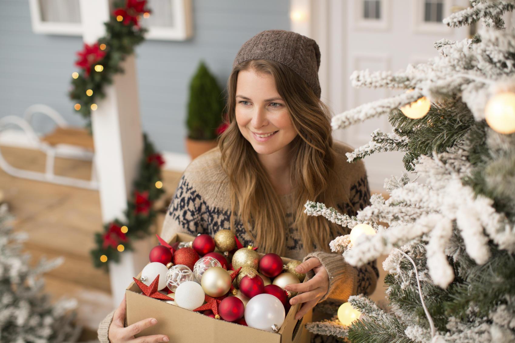10 Cheap DIY Holiday Decorations