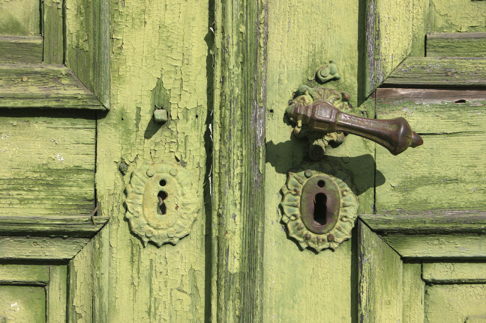 How to Paint Door Hardware