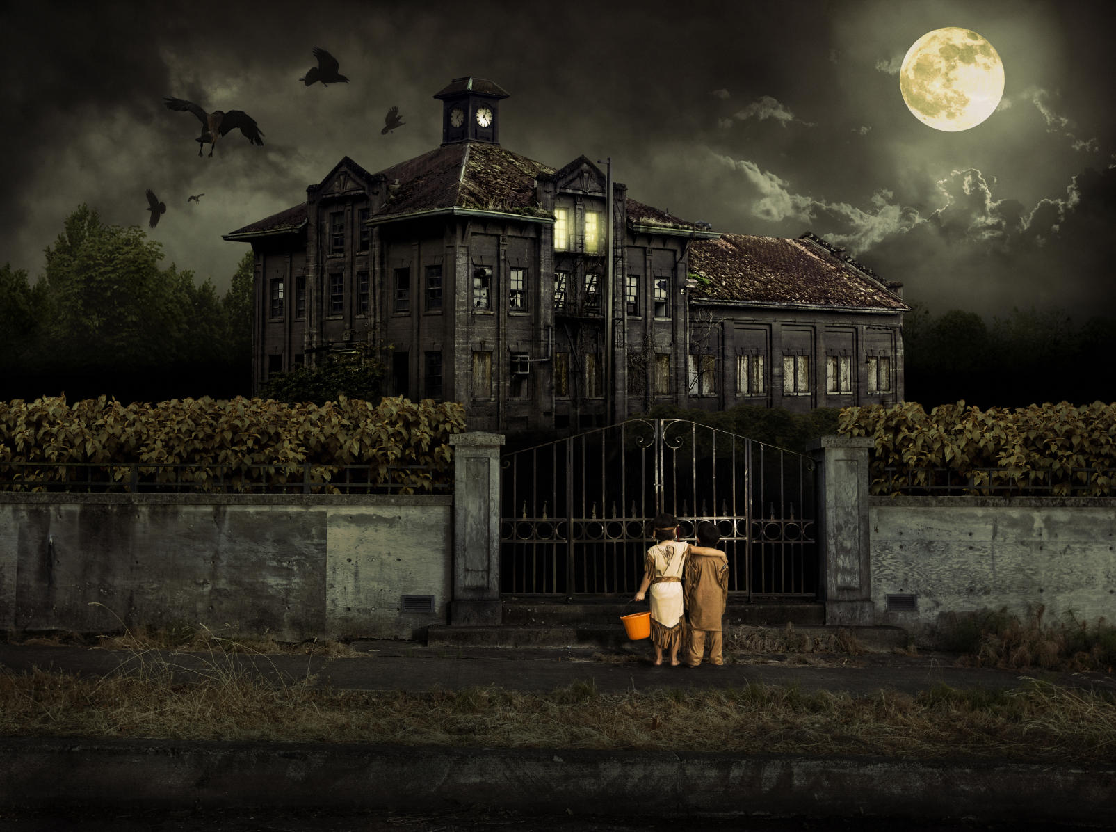 10 Haunted Houses