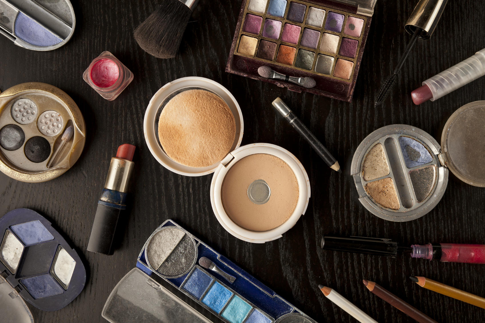 How to Know When It's Time to Throw Out Makeup