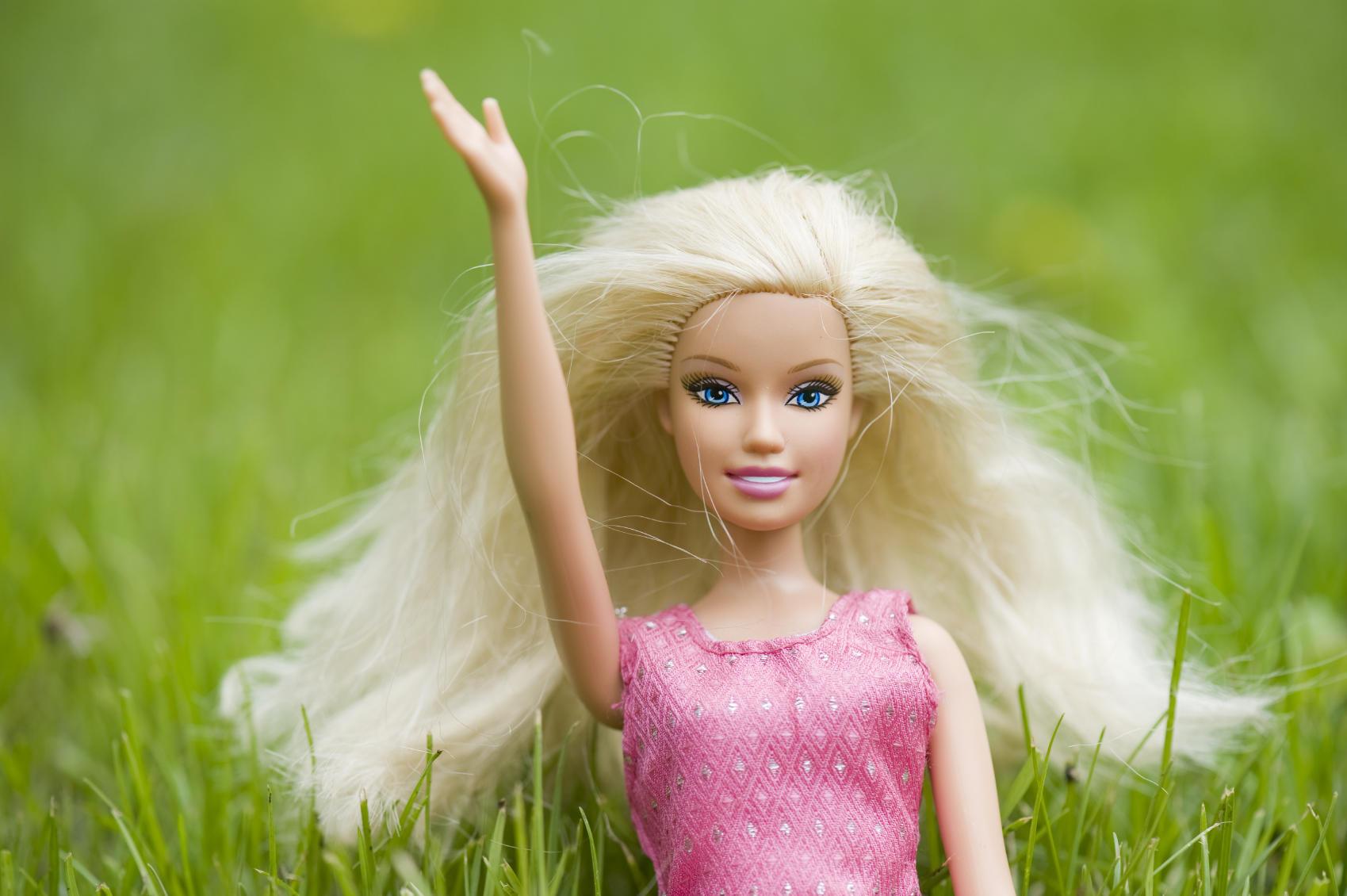 barbie waving