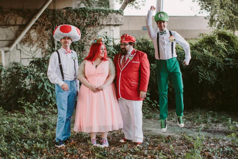 Mario-wedding-party-800x533