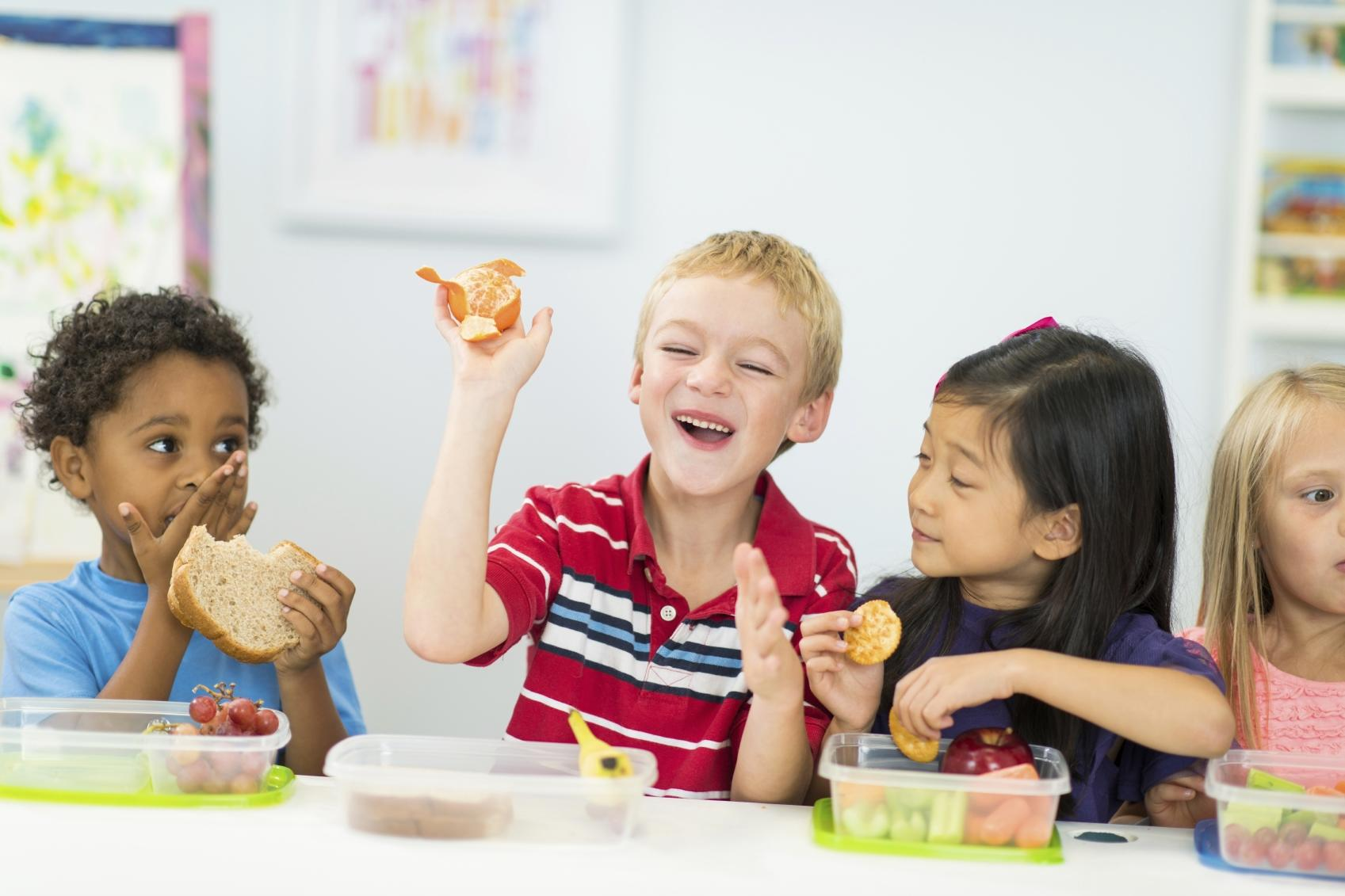 preschool kids eating healthy snacks