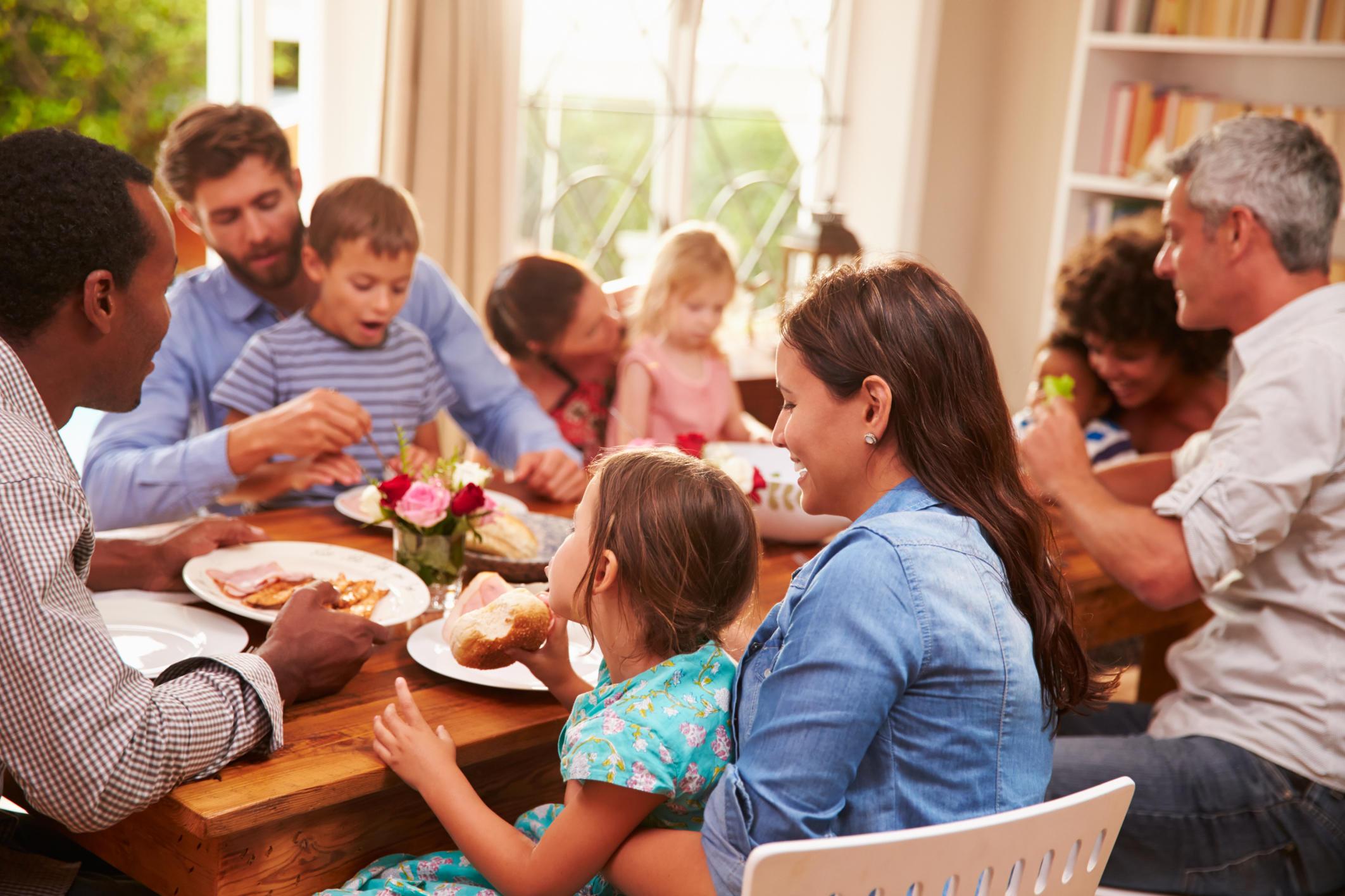 family-holiday-dinner