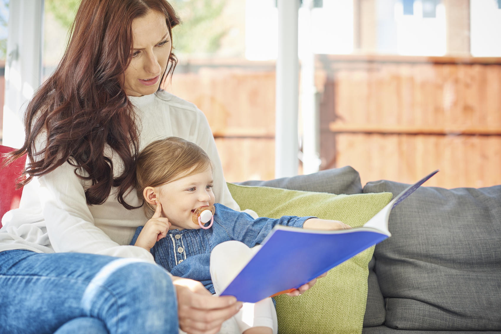 picture of mom with young daughter reading