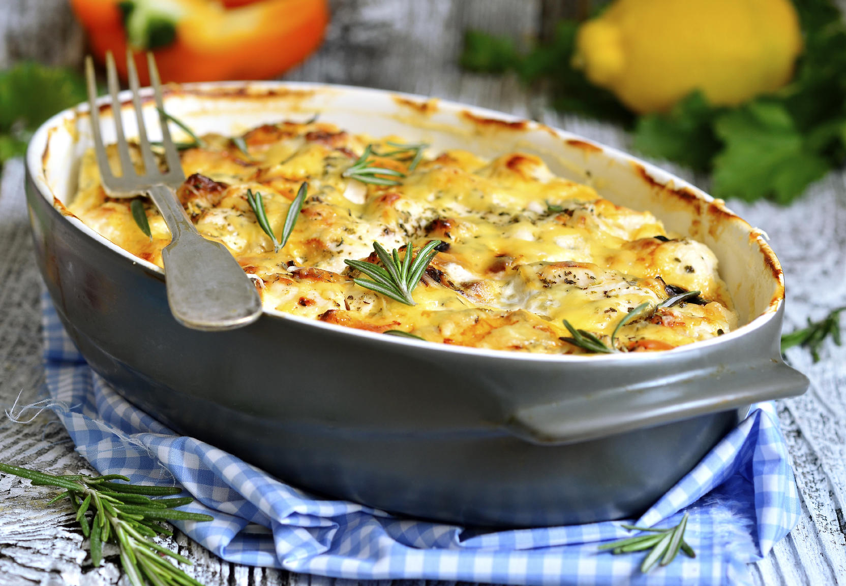 Chicken fillet baked in sour cream sauce with herb and cheese.