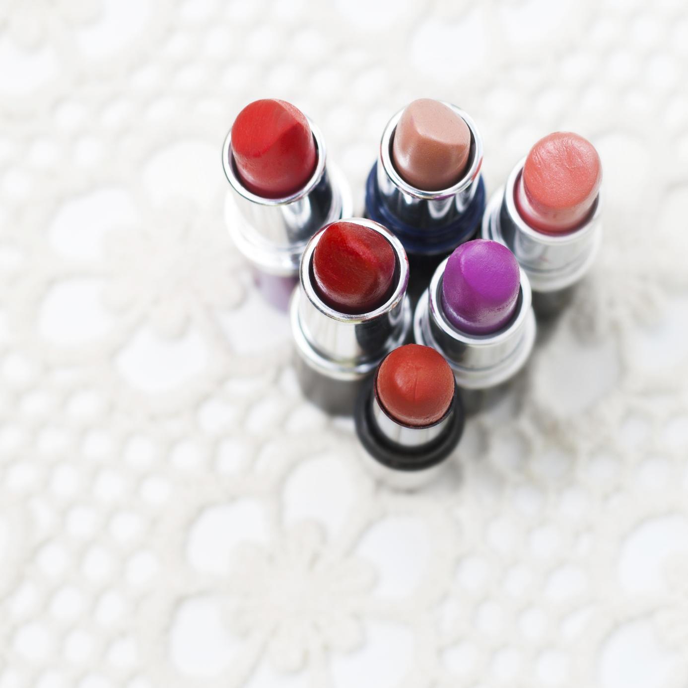 makeup-expiration-lipstick