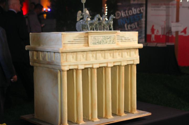 Brandenburg Gate Cake