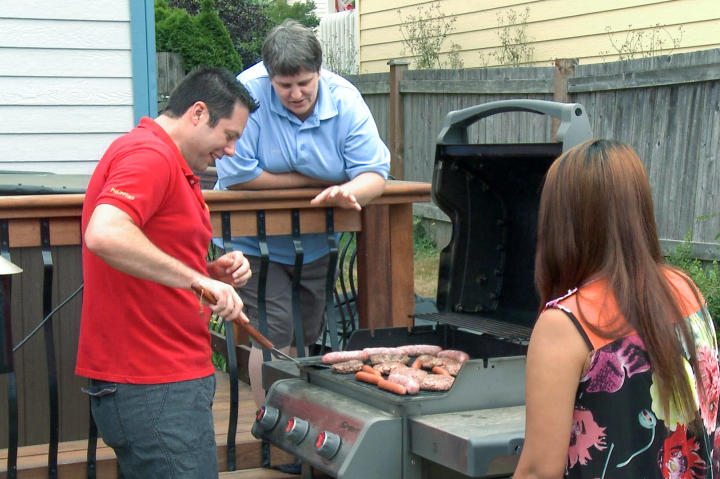 Brett hosts a barbecue to say farewell to Cassidy and to introduce Daya to his friend, Sue.