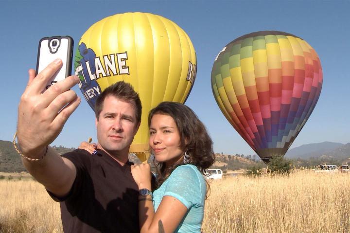 Justin and Evelin take a selfie during her birthday hot air balloon ride.