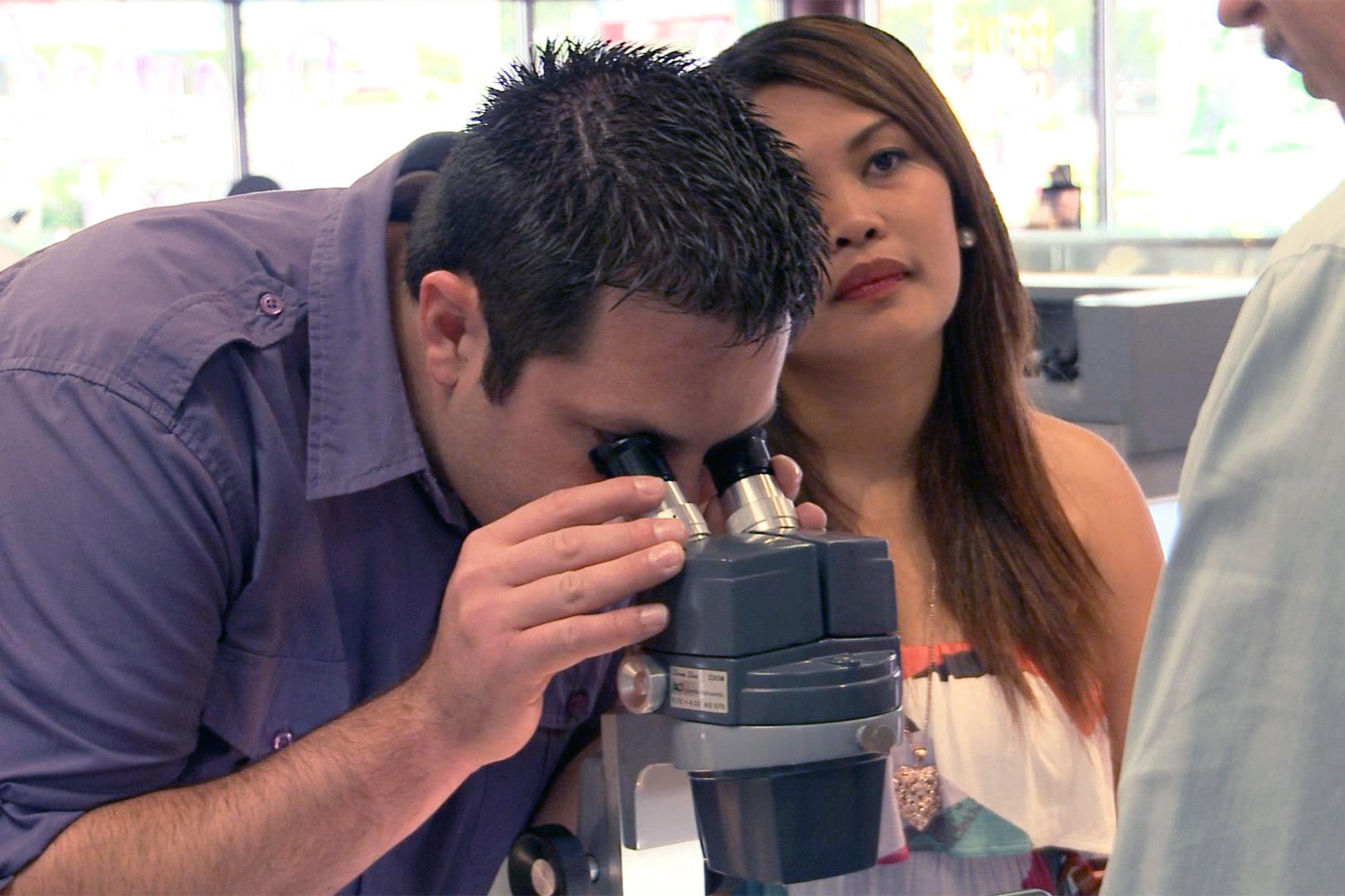 Brett uses the gemologist s tools to look at daya s ring daya doesn t