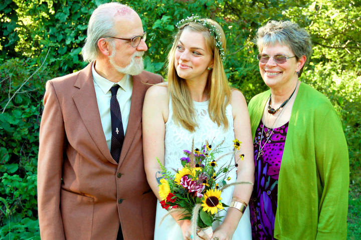 Chelsea and Yamir exchanged vows at her parents' home in Illinois. Here, she poses with her proud father and mother.