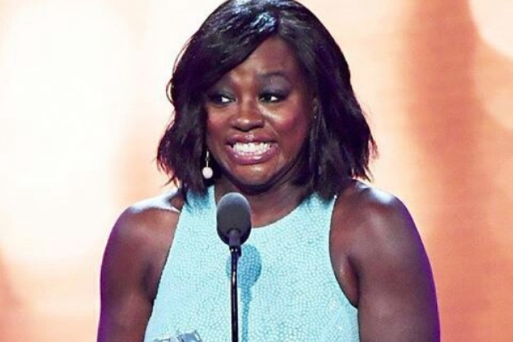 Viola David wins an award at the 2016 critics choice awards