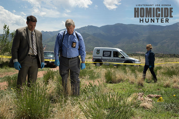Can you use your investigative skills and spot the differences between two Homicide Hunter crime scenes? Click to the next image for the differences.