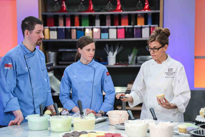 Al and Lia take a moment to learn from the master, Bobbie Lloyd. Bobbie is the Chief Baking Officer at Magnolia Bakery.