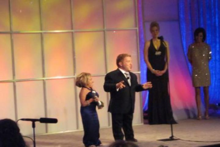 """I'd like to thank all the little people,"" jokes Bill as he and Jen accept the Gracie Award for The Little Couple."