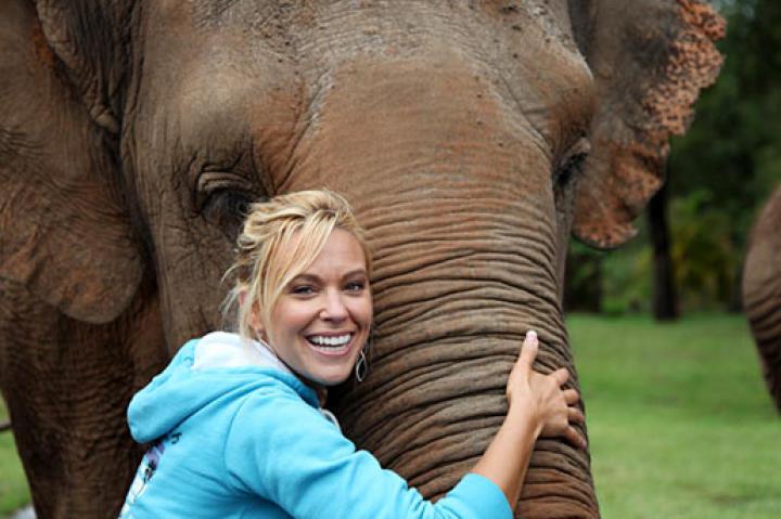 Kate Gosselin hugs her new friend at Australia Zoo.