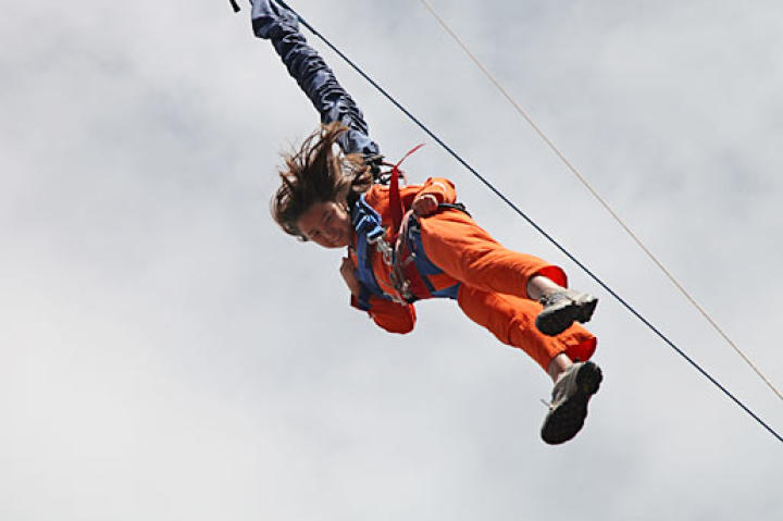 Cara takes a dive from Auckland's Sky Jump!
