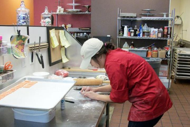 A cake decorator at Caked Las Vegas preparing sushi pieces made of cake.
