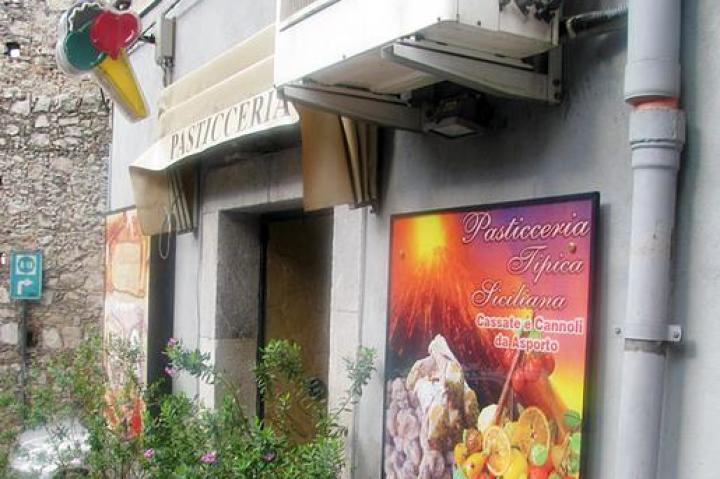 Exterior of Pasticceria Tipica, where Buddy and Joey learned to make cassata.