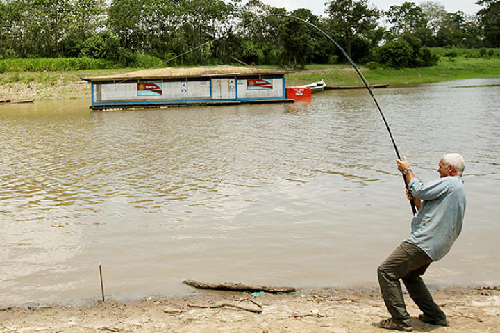 Jeremy Wade fishes for stingrays.