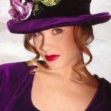 A portrait photo of Christina Applegate taken in 1993.