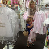Jen and her mother go shopping for clothes for Zoey.