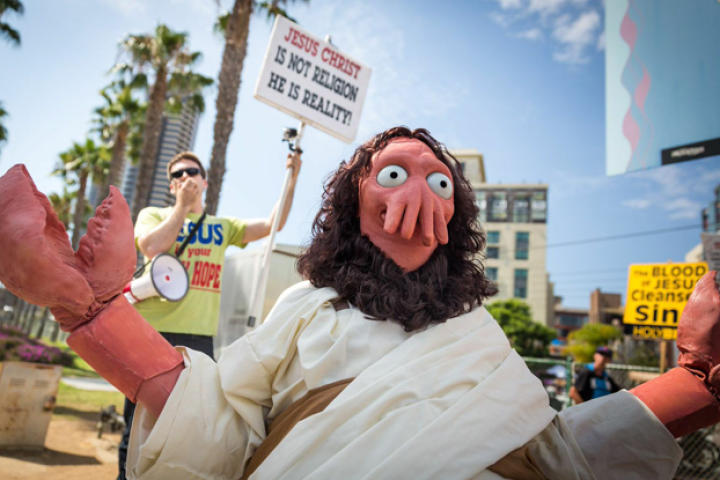 First, there's my friend Frank Ippolito's Zoidberg Jesus. Some of you may remember Frank from my amazing Admiral Ackbar costume from last year's Comic Con; others may know him from his appearance on